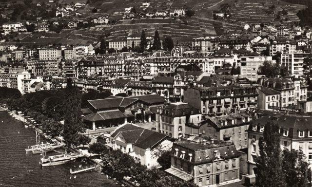 La Place du Marché et Montreux vus du lac