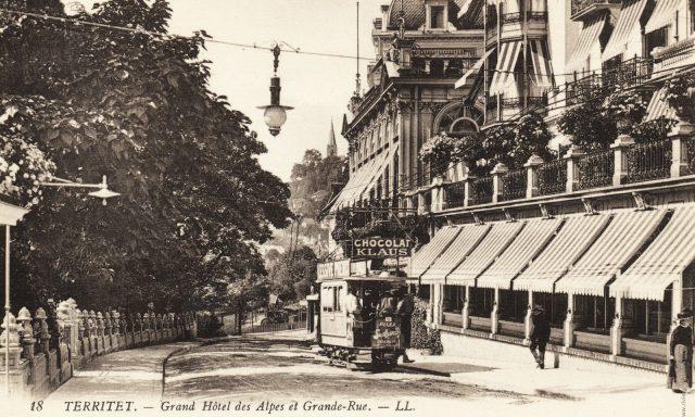 Tramway devant le Grand Hôtel des Alpes